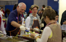 Hundreds Receive Gift of Thanksgiving