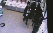 Shoplifters Bag $20K in Merchandise at Mall